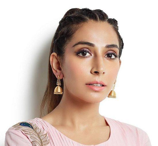 Monica Dogra Height, Weight, Age, Affairs, Biography & More