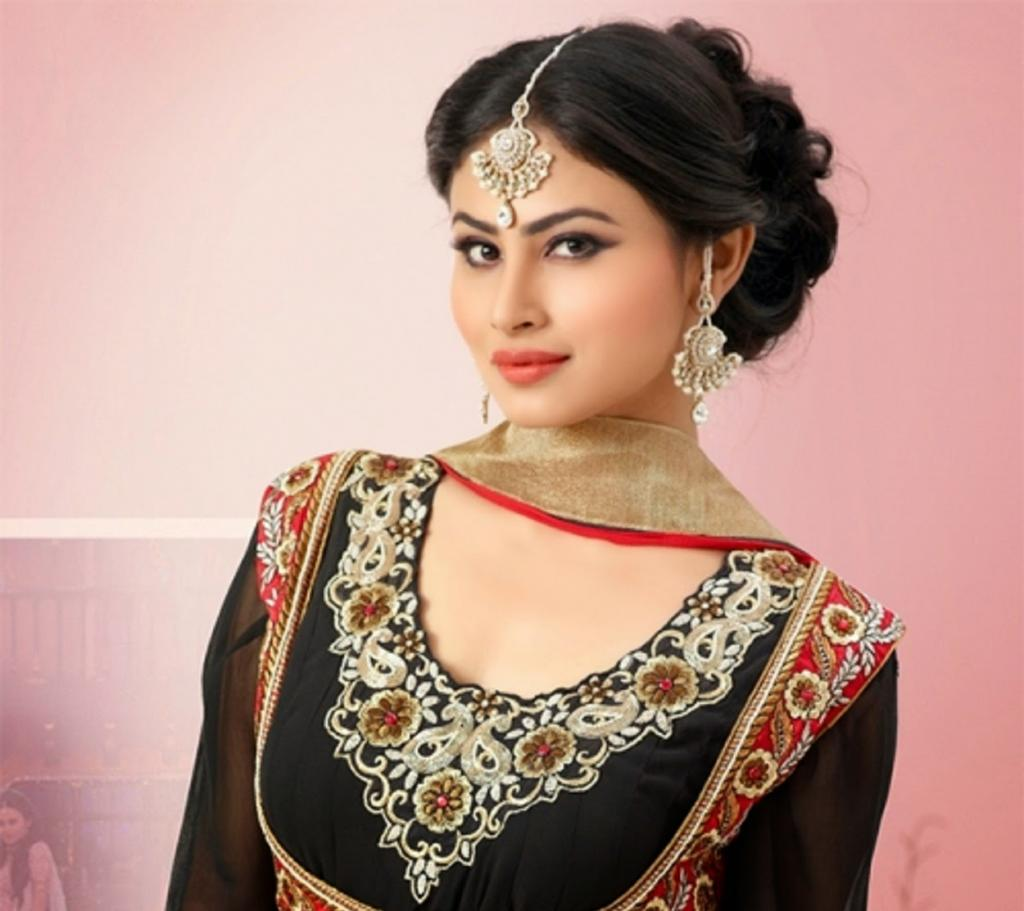 Mouni Roy Is All Set For Her First Bollywood Item  - DesiMartini
