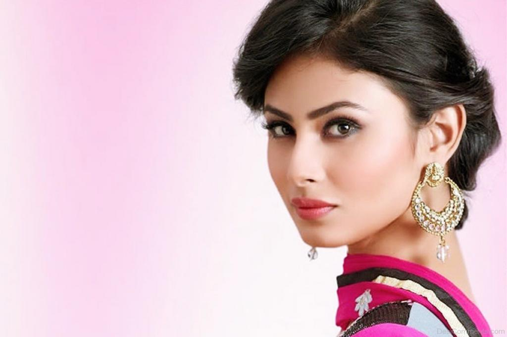 Naagin Actress Mouni Roy Is All Set To Make Her Bollywood Debut With