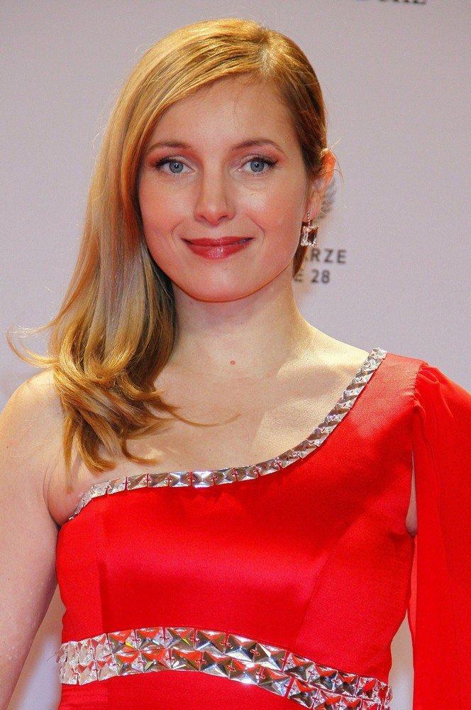 Nadja Uhl Picture 1 - Bambi 2011 Awards - Red Carpet Arrivals