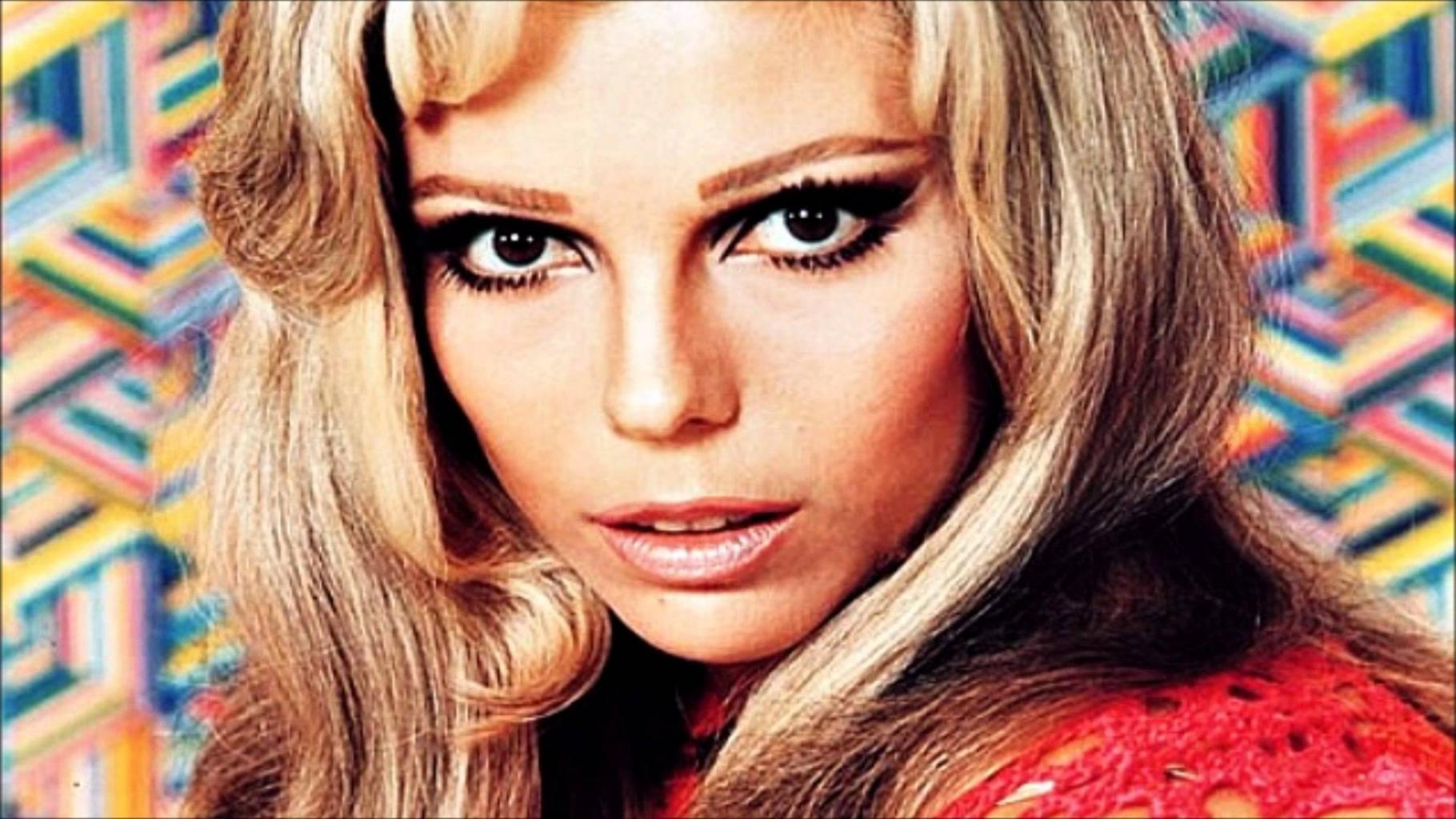 Nancy Sinatra -- You Only Live Twice - YouTube