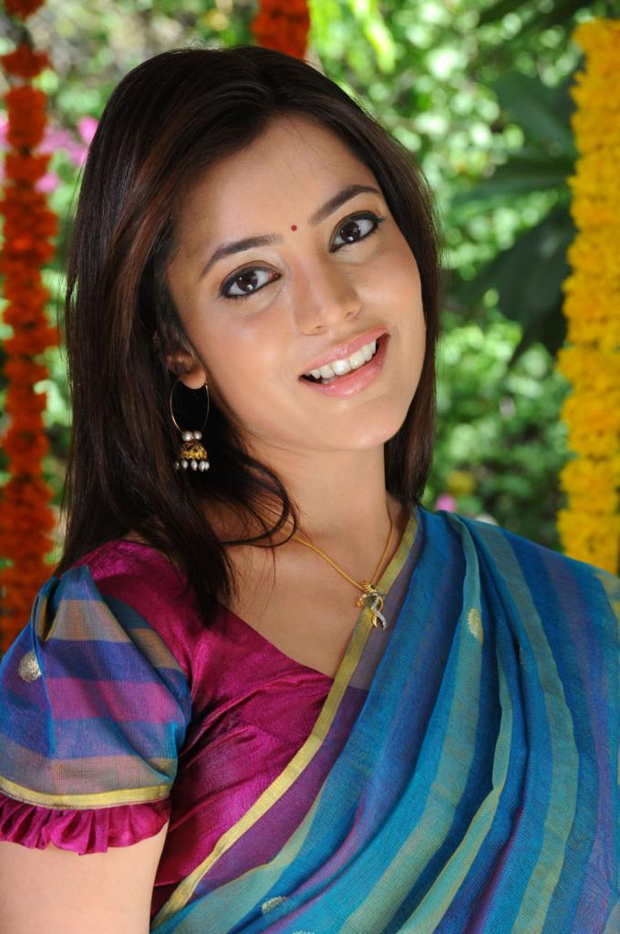 Nisha Agarwal Photos, Pictures, Stills, Images, Wallpapers, Gallery