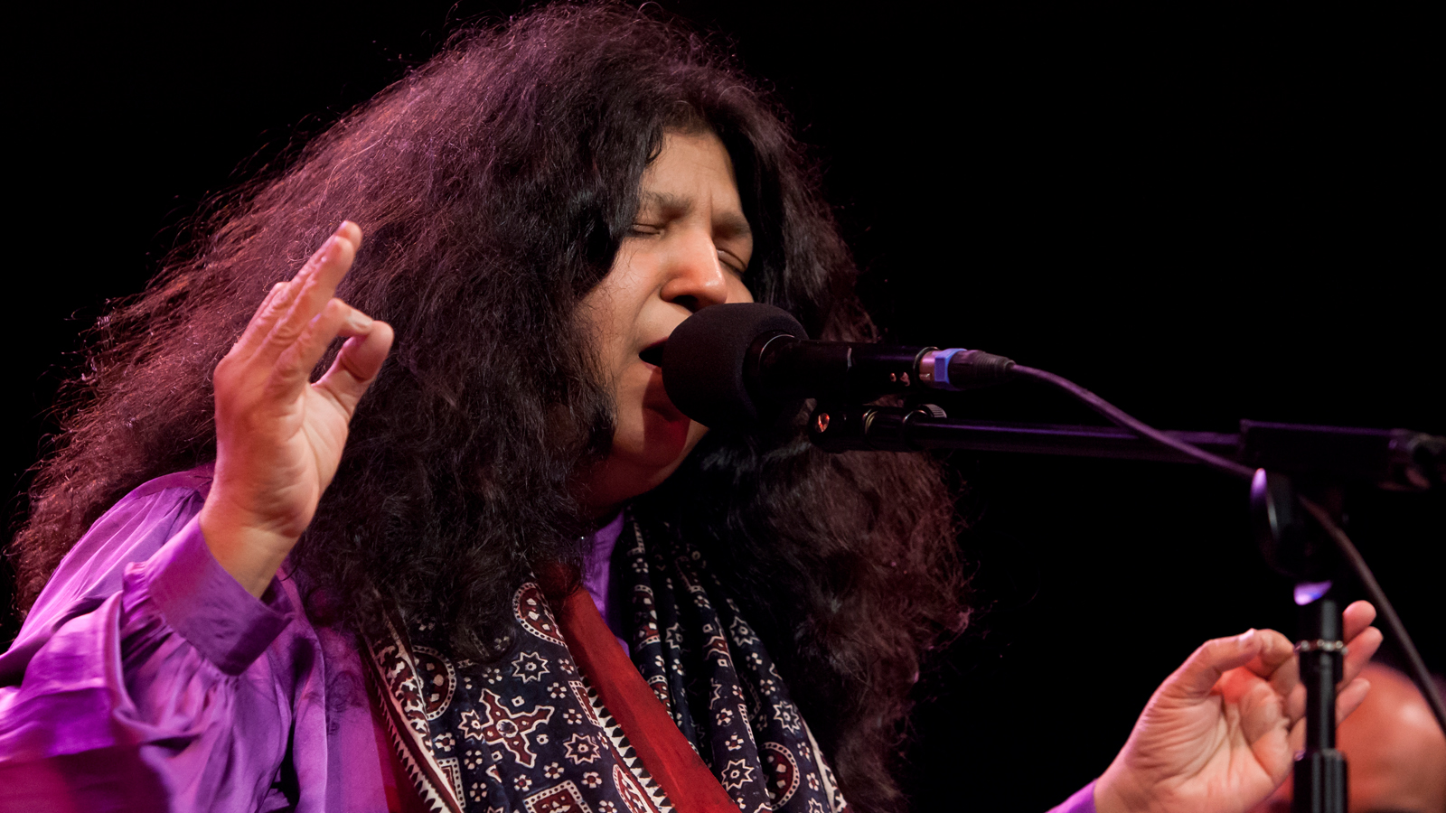 Noor E Azal 2.0 By Abida Parveen (Download Mp3) - Pakium.pk