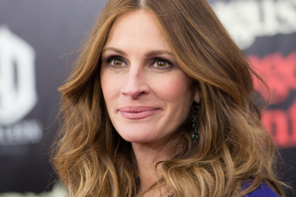 Of Julia Roberts, The Red Carpet And Bare Feet! - Open Road Review