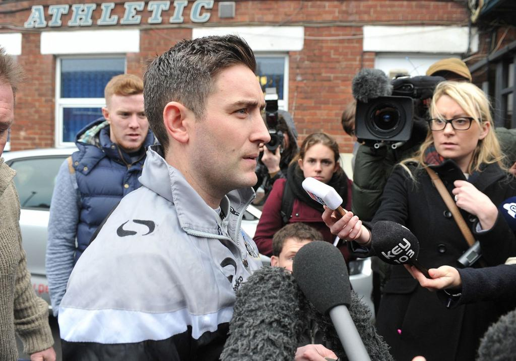 Oldham Athletic Manager Lee Johnson Leaves For Training On Monday