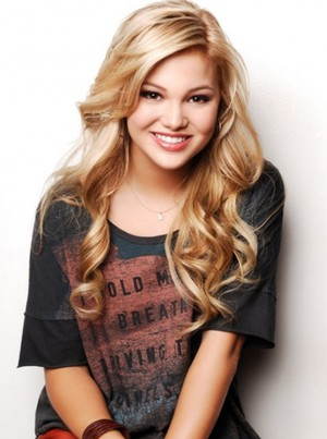 Olivia Holt Style & Fashion / Coolspotters
