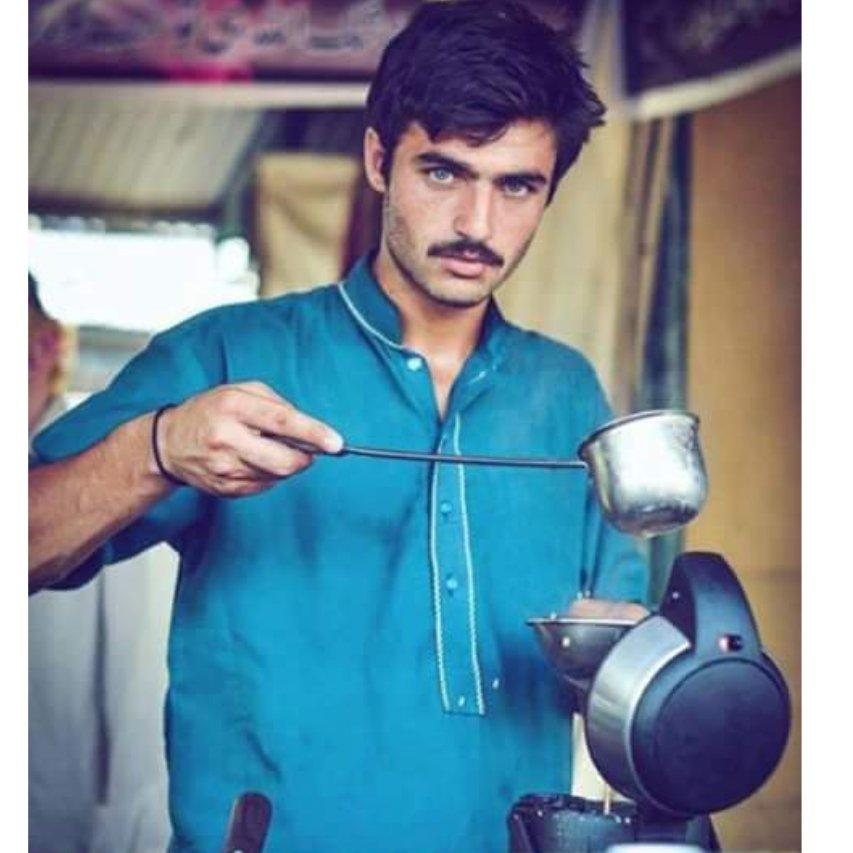 Pakistan Chaiwala Arshad Khan With Super Model Looks Becomes Viral