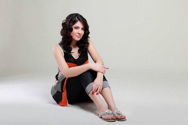 Pakistani Actress Ayesha Omer Photoshoot Pictures