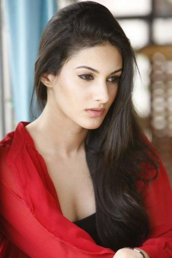 Puri Jagannadh To Rope In Amyra Dastur For 'Rogue'? - DesiMartini