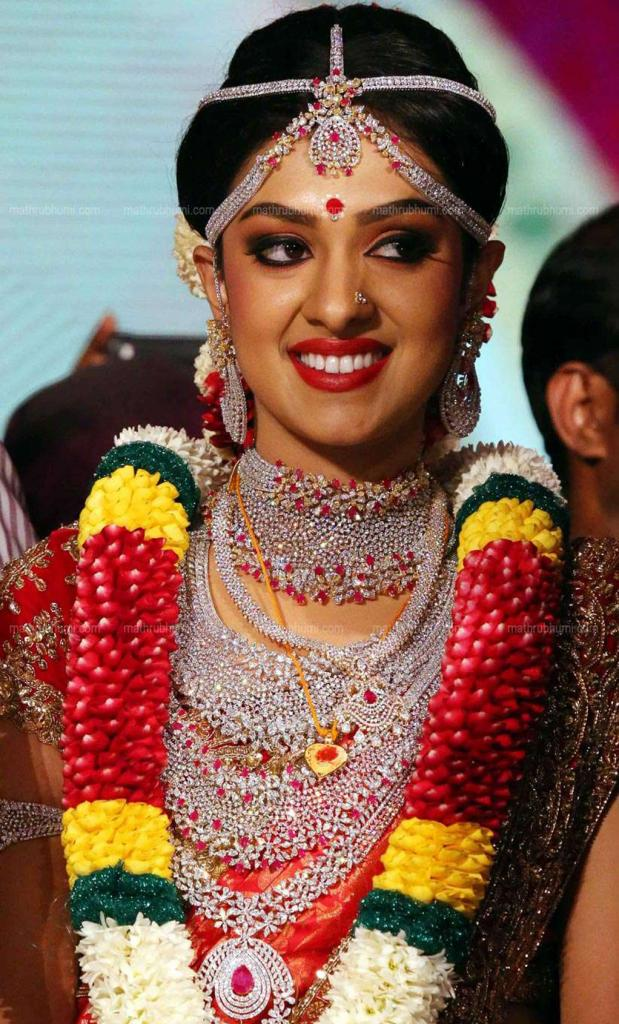 Ravi Pillai Daughter Arathi Wedding Dress And Ornaments Photos 09362