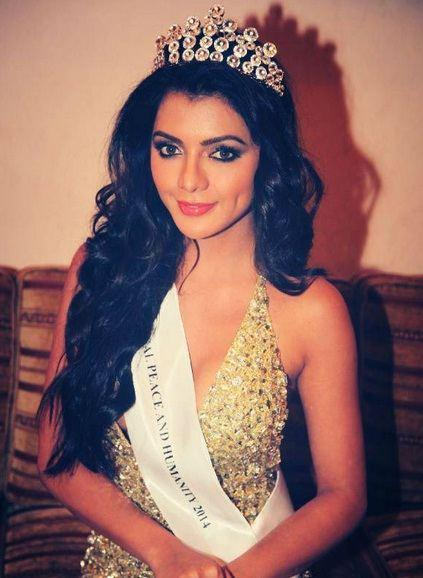 Ruhi Singh Height, Weight, Age, Affairs & More - StarsUnfolded