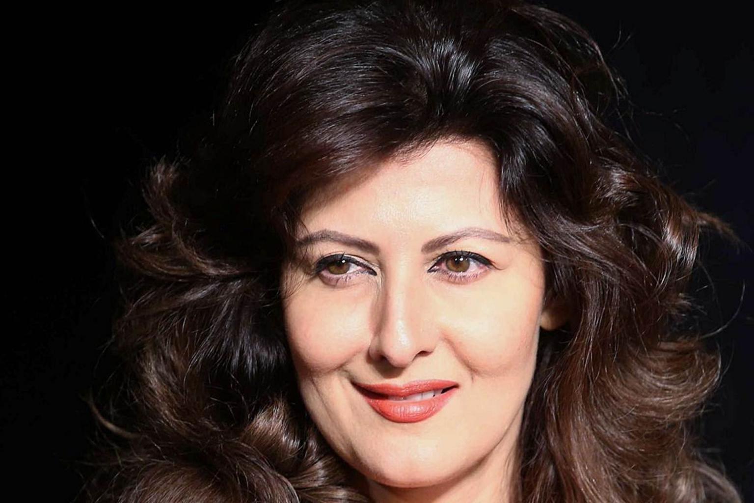 Sangita Bijlani Is Giving Tips To Nargis