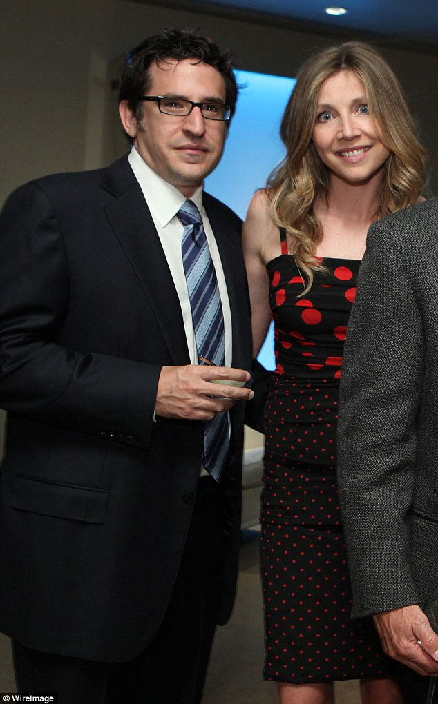 Sarah Chalke Is Expecting Her Second Child With Lawyer Fianc     Jamie