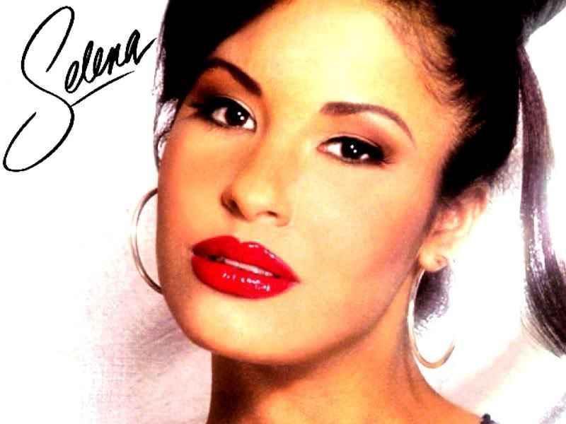 Selena Biography - Childhood, Life Achievements & Timeline