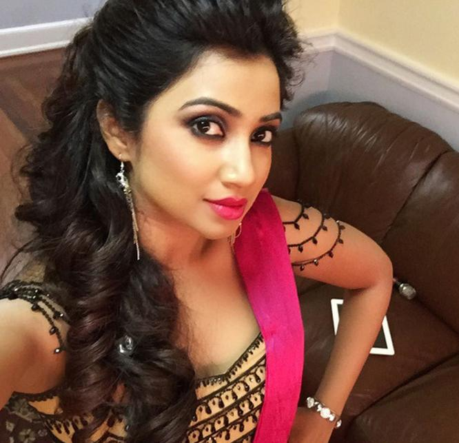 Shreya Ghoshal Becomes Instagram Hit With Backstage Selfie, Holiday