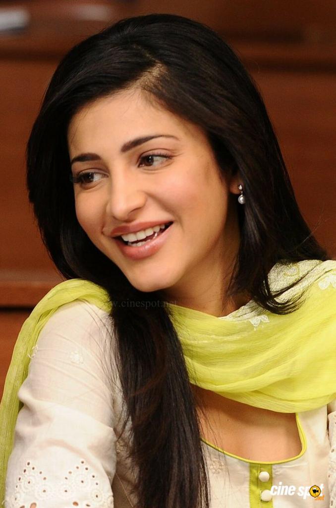 Shruti Haasan Actress Photos and wallpaers images