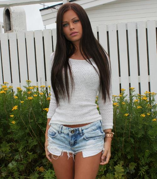 Sofie Karlstad -   We Heart It   Brunette, Staight Hair, And Cute