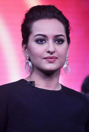 Sonakshi Sinha Height, Weight, Age, Affairs, Measurements & Much