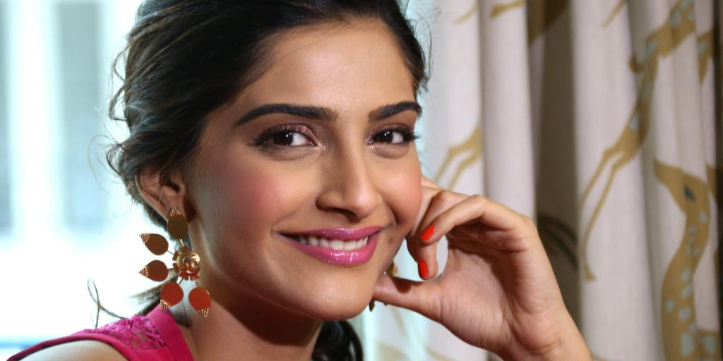 Sonam Kapoor Beautiful HD Wallpaper 2016