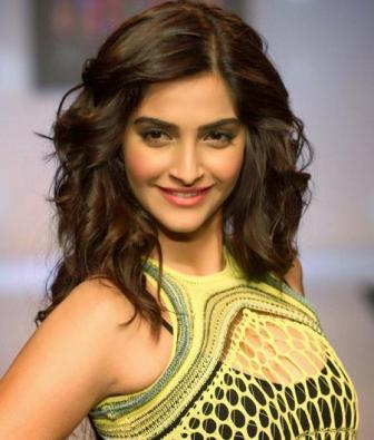 Sonam Kapoor Height, Weight, Age, Affairs, Measurements & Much More