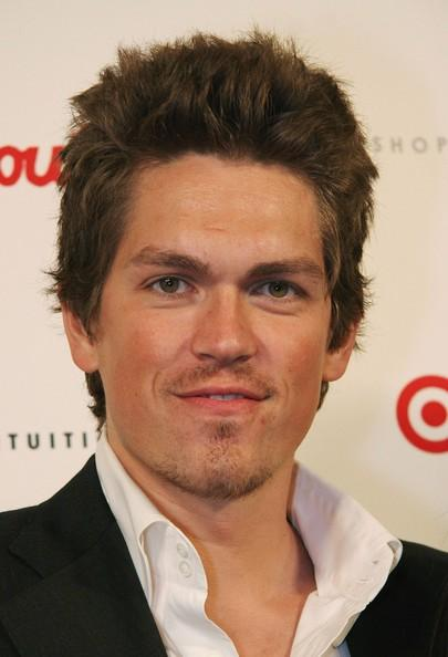 Steve Howey: Net Worth, Salary, House, Car, Wife & Family - 2016 Muzul