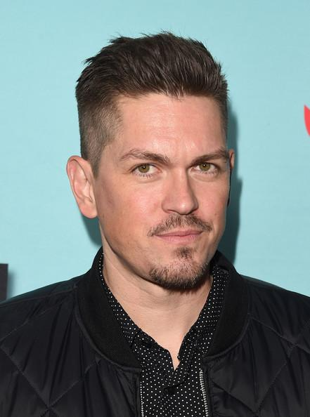 Steve Howey: Skin & Hair Type, Eye Color, Styling Tips & Health