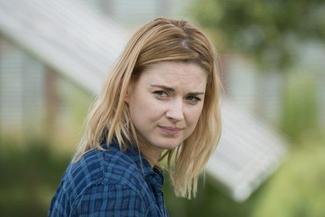 Still Of Alexandra Breckenridge In The Walking Dead 2010 Celebnest