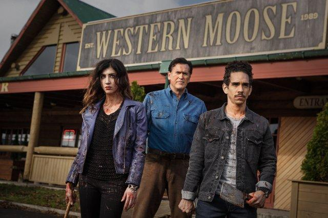 Still of Bruce Campbell, Ray Santiago and Dana DeLorenzo in