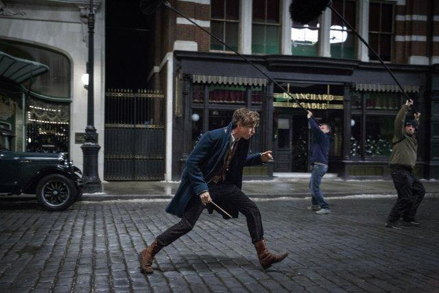 Still of Eddie Redmayne in Fantastic Beasts and Where to Fin