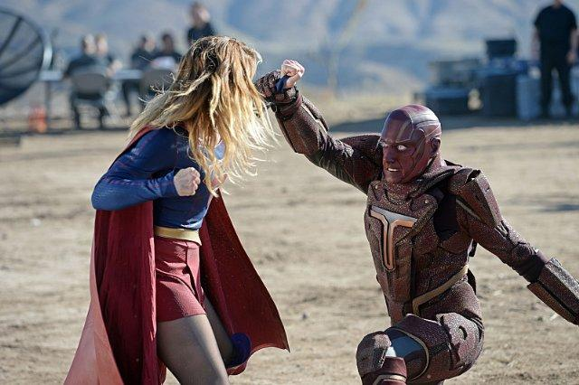 Still of Iddo Goldberg and Melissa Benoist in Supergirl (201