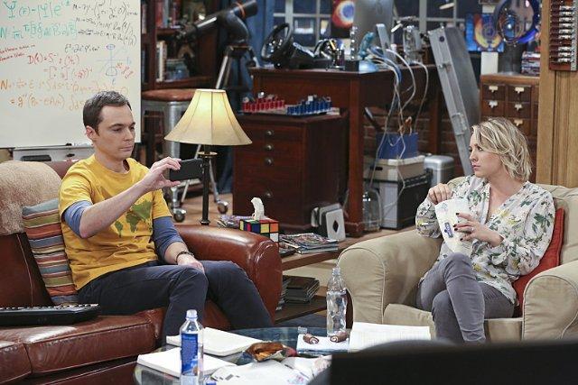 Still of Kaley Cuoco and Jim Parsons in The Big Bang Theory