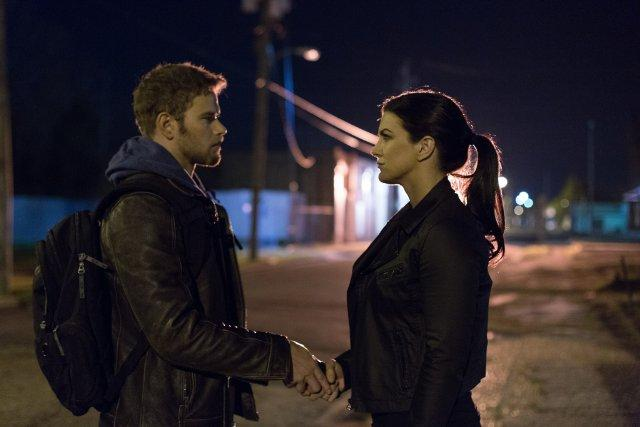 Still of Kellan Lutz and Gina Carano in Extraction (2015)