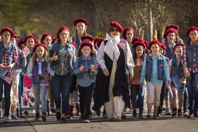 Still of Kristen Bell, Melissa McCarthy and Ben Falcone in T