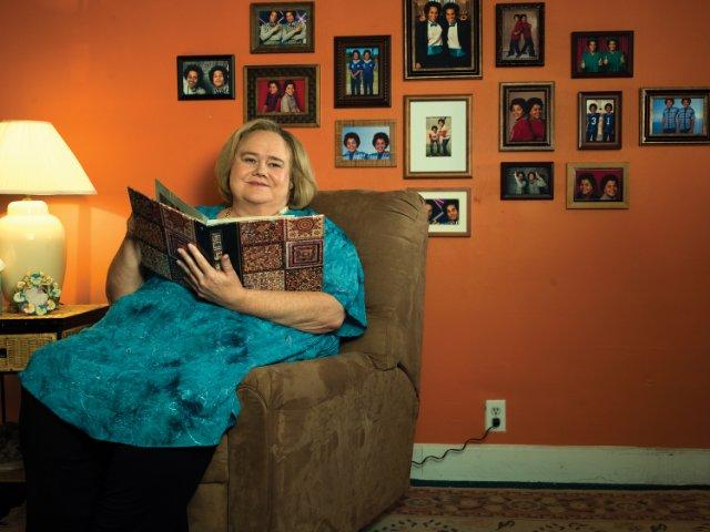 Still of Louie Anderson in Baskets (2016)