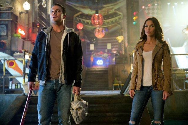 Still of Megan Fox and Stephen Amell in Teenage Mutant Ninja