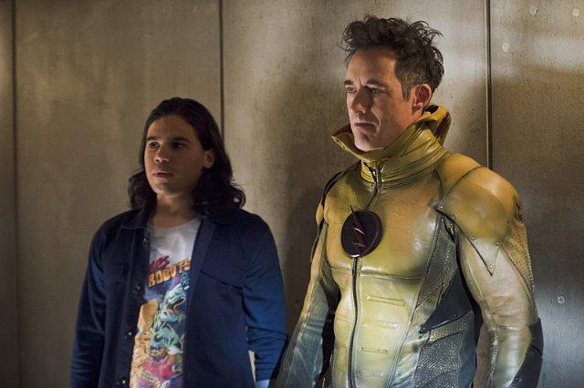 Still of Tom Cavanagh and Carlos Valdes in The Flash (2014)