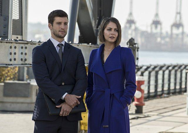 Still of Willa Holland and Parker Young in Arrow (2012)