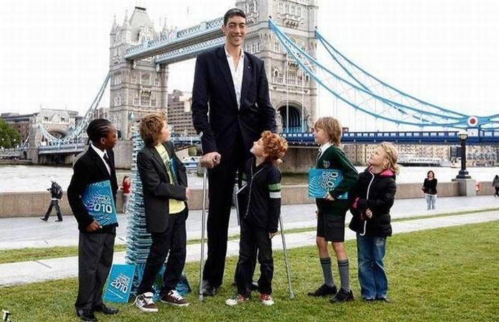 Sultan Kosen - The Tallest Man In The World (26 Photos)