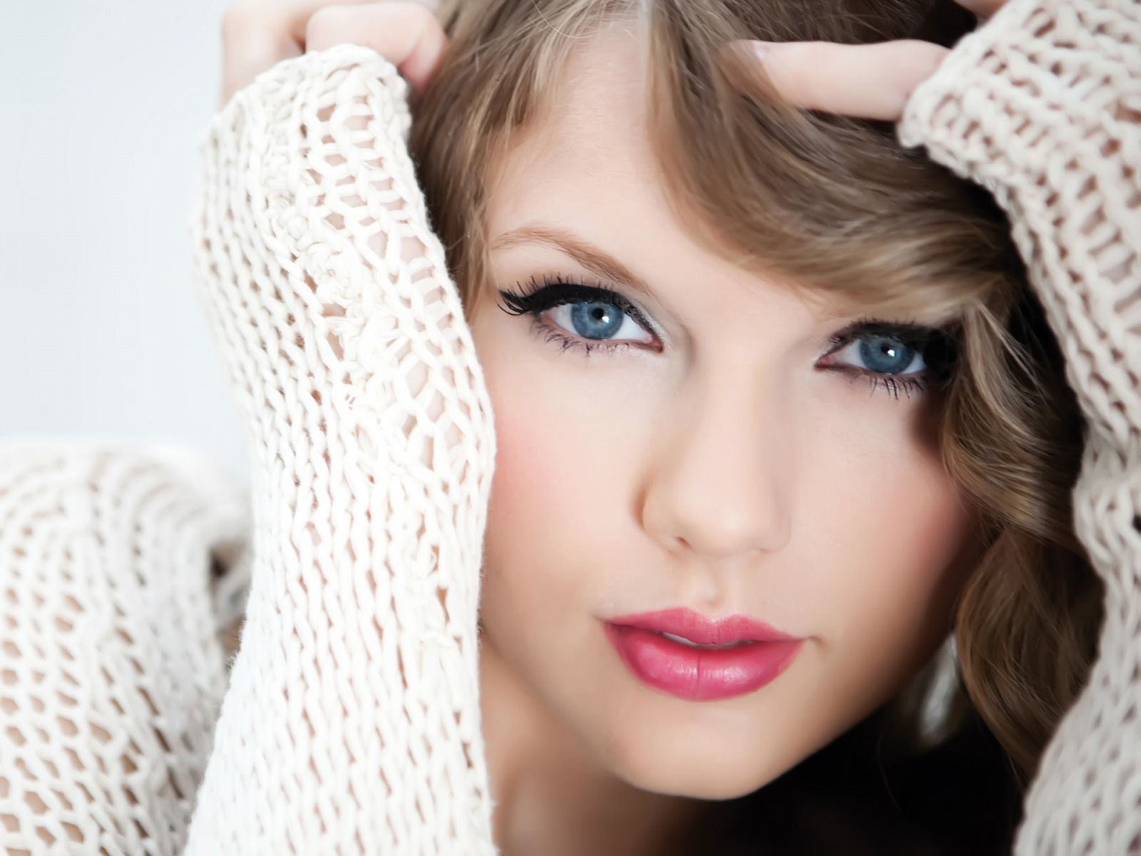 Taylor Swift Radio     MitroFM