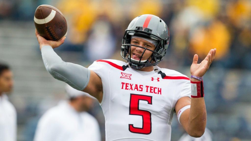 Texas Tech QB Patrick Mahomes Scrambles, Throws TD Pass
