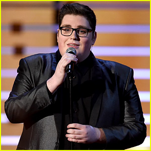 The Voice's Jordan Smith Performs 'You Are So Beautiful' At People's