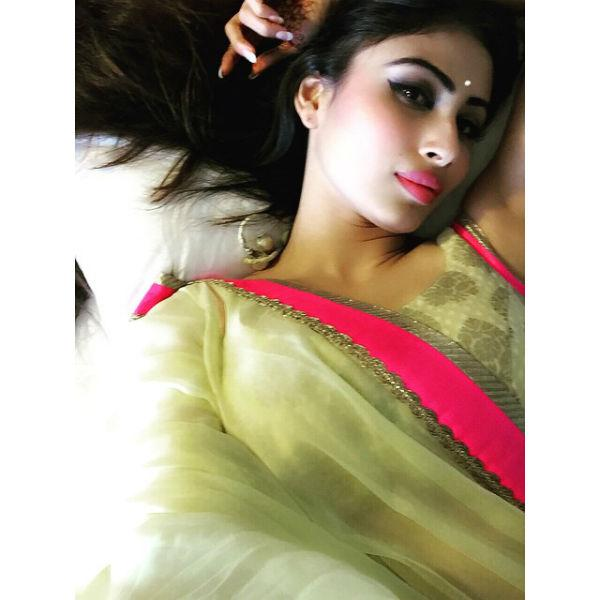 These 14 Pics Of Naagin's Mouni Roy Will Make You Go Mad Over Her