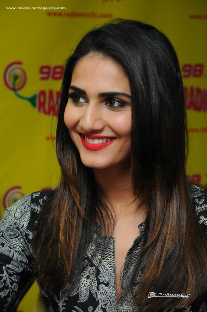 Vaani Kapoor Actress Photos Stills Gallery