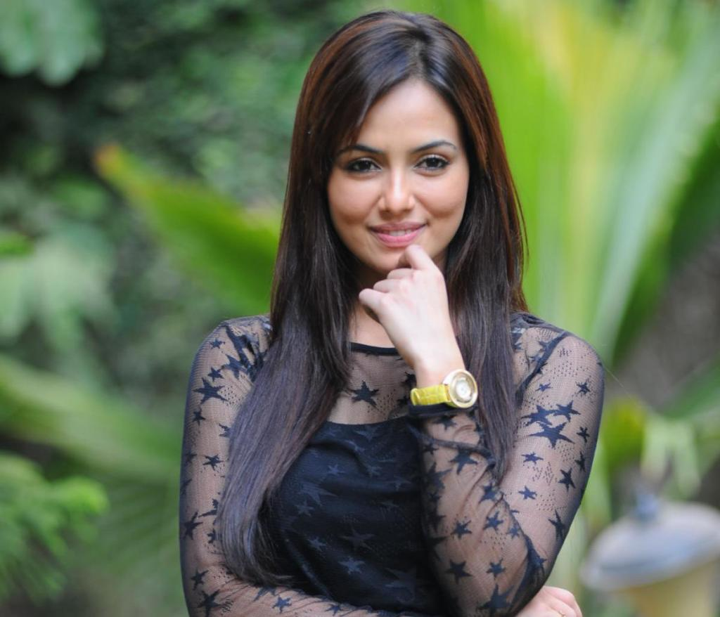 Wajah Tum Ho' Actress Sana Khan DATING Director Vishal Pandya!