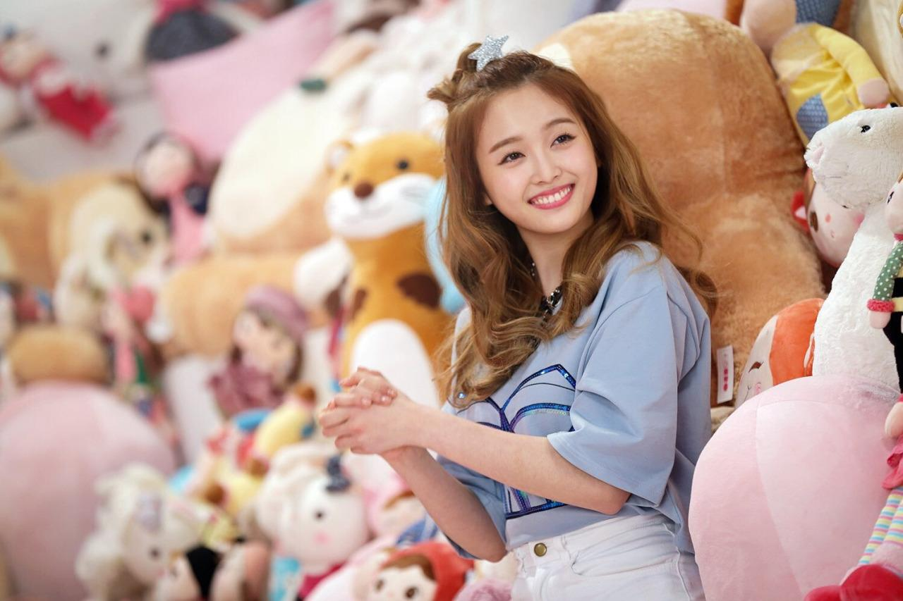 Xuan Yi Of Cosmic Girls Is A Visual Outlier In Kpop (not Including
