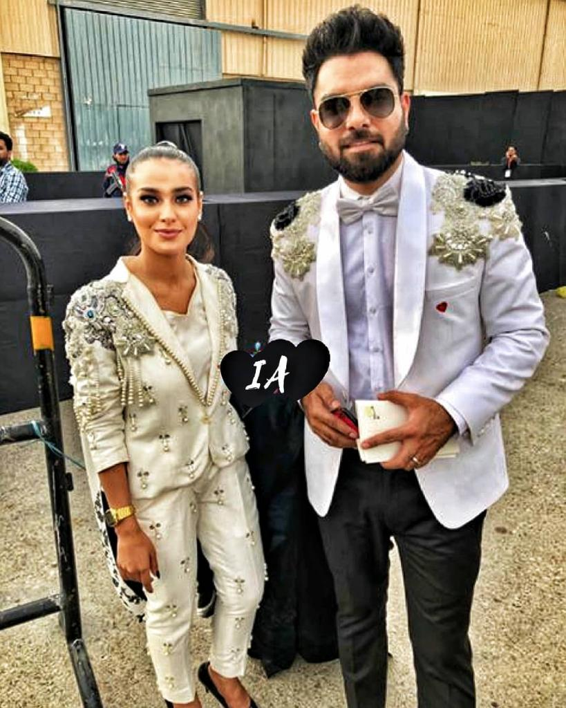 Yasir Hussain Propose Iqra Aziz In Front Thousands Of
