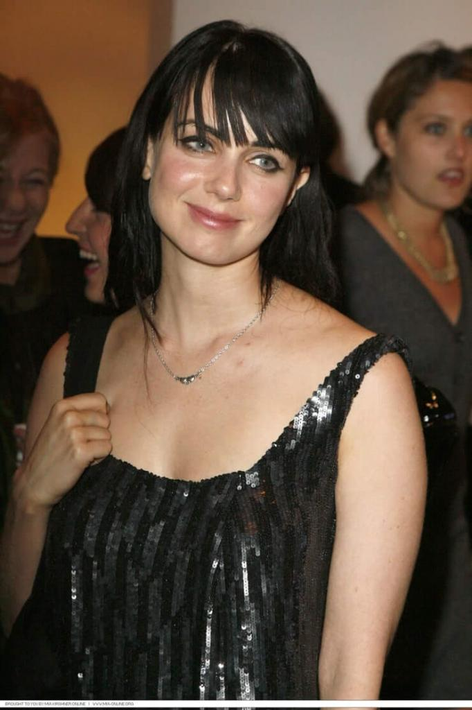 49 Hot Pictures Of Mia Kirshner Are Sexy As Hell