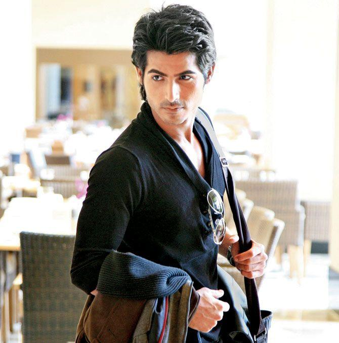 Omkar Kapoor Height Weight Age Wife Affairs More StarsUnfolded