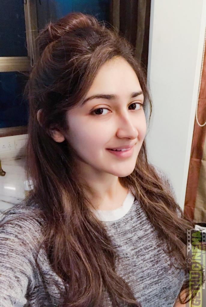 Actress Sayesha Saigal 2017 Cute & HD Photos - Gethu Cinema