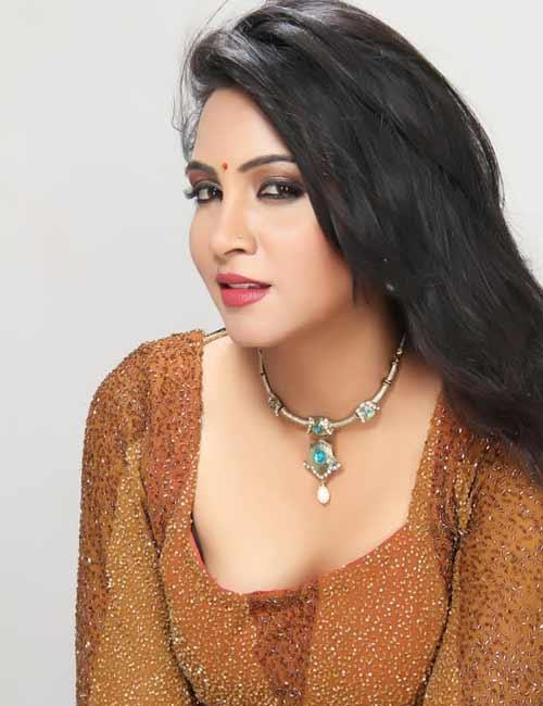 Bigg Boss 11 Gehana Vasisth Arshi Khan And Her Publicist Can Go